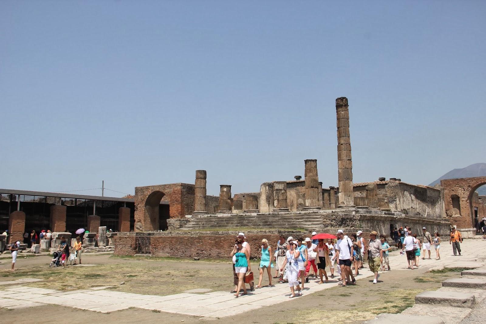 Chegando às ruínas da cidade de Pompéia