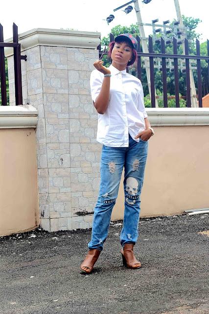boyfriend-distress-jean-white-shirt-snapback-cap-naija-nigeria-blogger