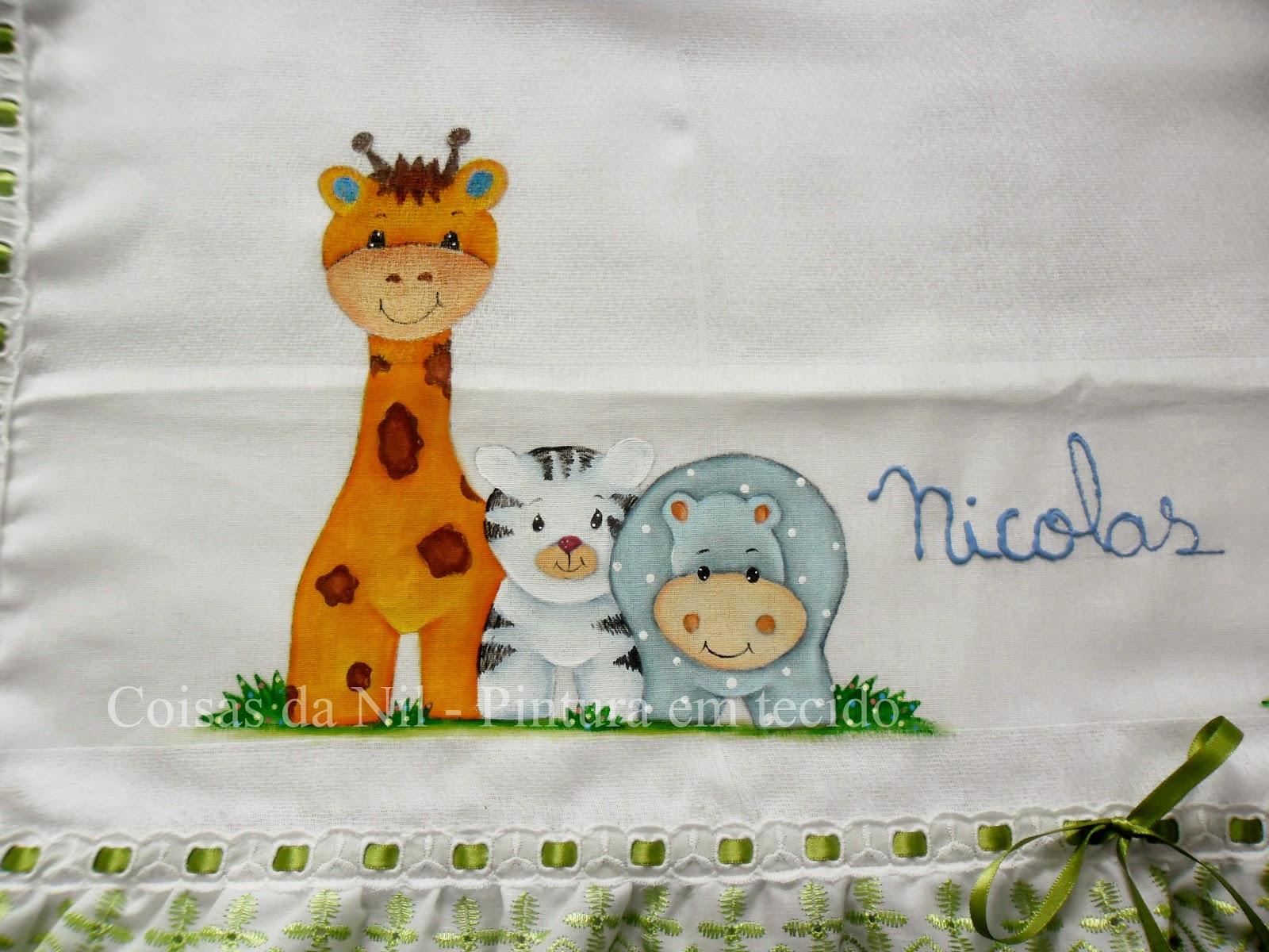 pintura em tecido girafa, tigre e hipopotamo pintados em fralda de menino