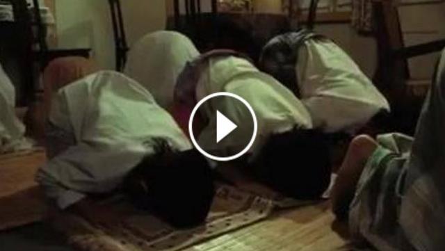 VIDEO: Sang Ayah Meninggal Saat Imami Shalat, Tangis Istri Dan Anak-Anaknya Ini Bikin Netizen Terharu