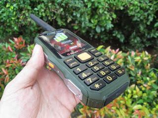Hape Antik Brandcode B68 Walky Talky UHF Powerbank 10000mAh Dengan Beltklip