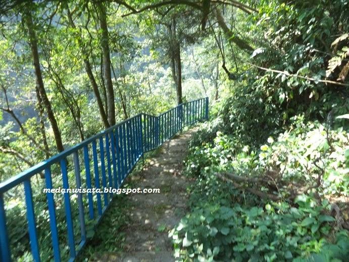 Jalan menuju Sikulikap