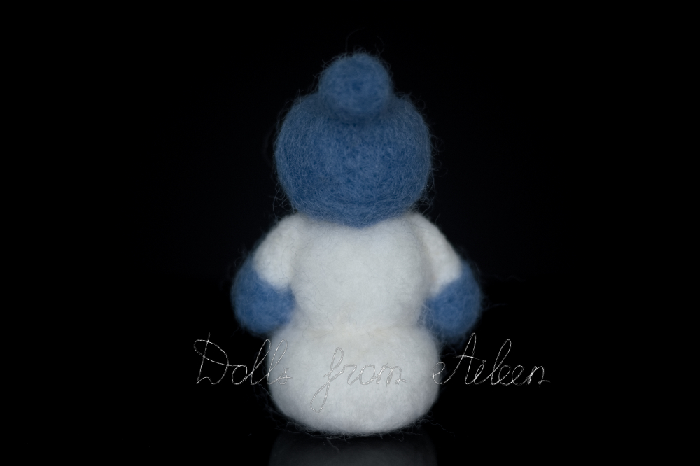 ooak needle felted snowman, view from behind