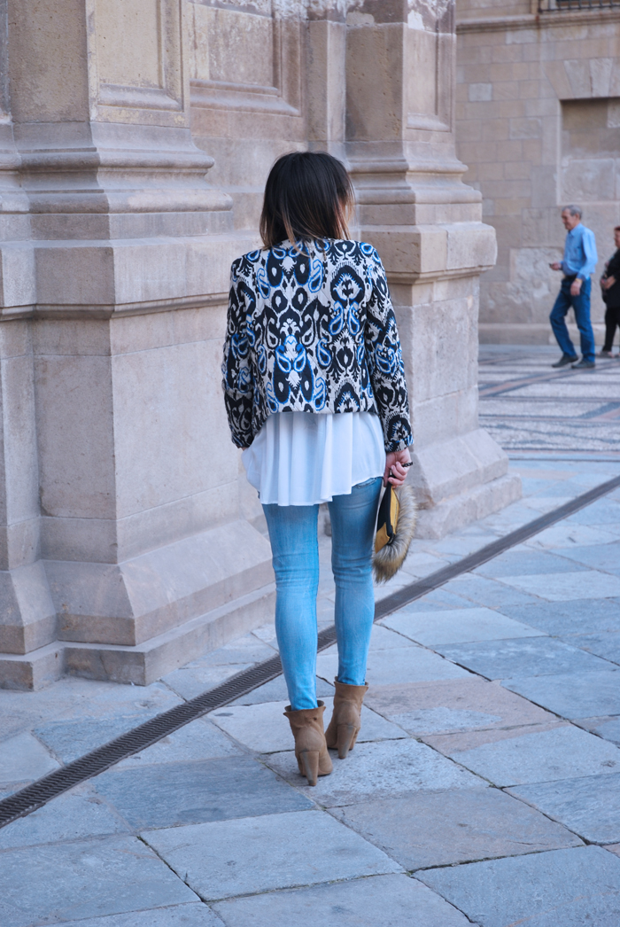 white-shirt-blue-jeans-ankle-boots