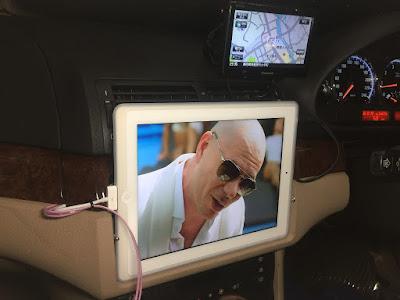 車にiPadを設置(埋め込み)
