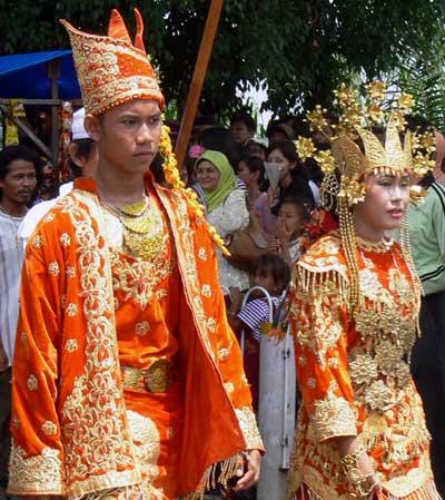Pakaian Adat Tradisional Jambi | Wonderful Indonesia
