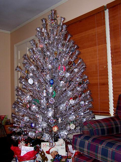 Steve Harvey Christmas Tree.Retro Kimmer S Blog 1960 S Aluminum Christmas Trees