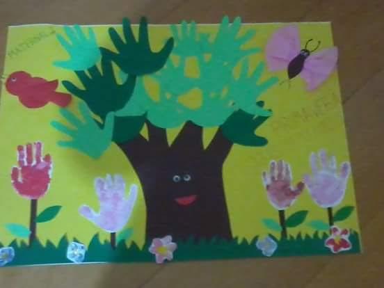 Painel Dia da Árvore com Recortes de contorno de mãos