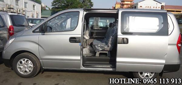 Hyundai Starex chở tiền