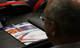 Ο Dimitrov επιμένει σε «εθνική ταυτότητα», δημοψήφισμα και μη μονοπώληση του όρου «Μακεδονία» από Ελλάδα και Σκόπια