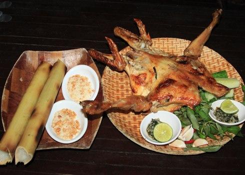 Gia Lai: Bún mắm cua và cơm lam gà nướng ở Phố núi Pleiku