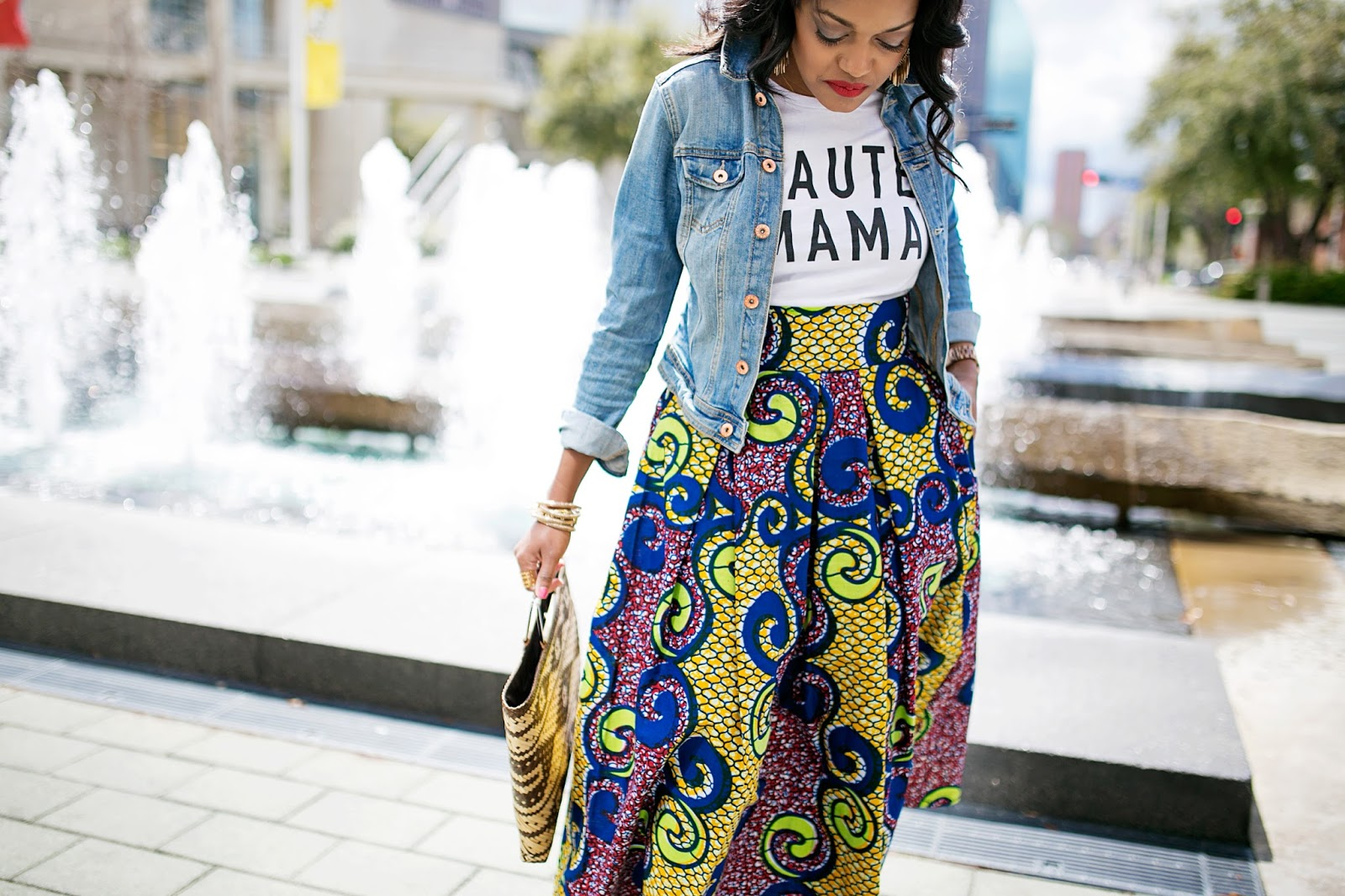 how to wear midi skirt - how to wear bold prints - Ankara print midi skirt - Steve Madden Slithur in Red- haute mama t shirt- banana republic straw handbag- fashion blogger- dallas blogger- CAS Clothing- black girl blogger
