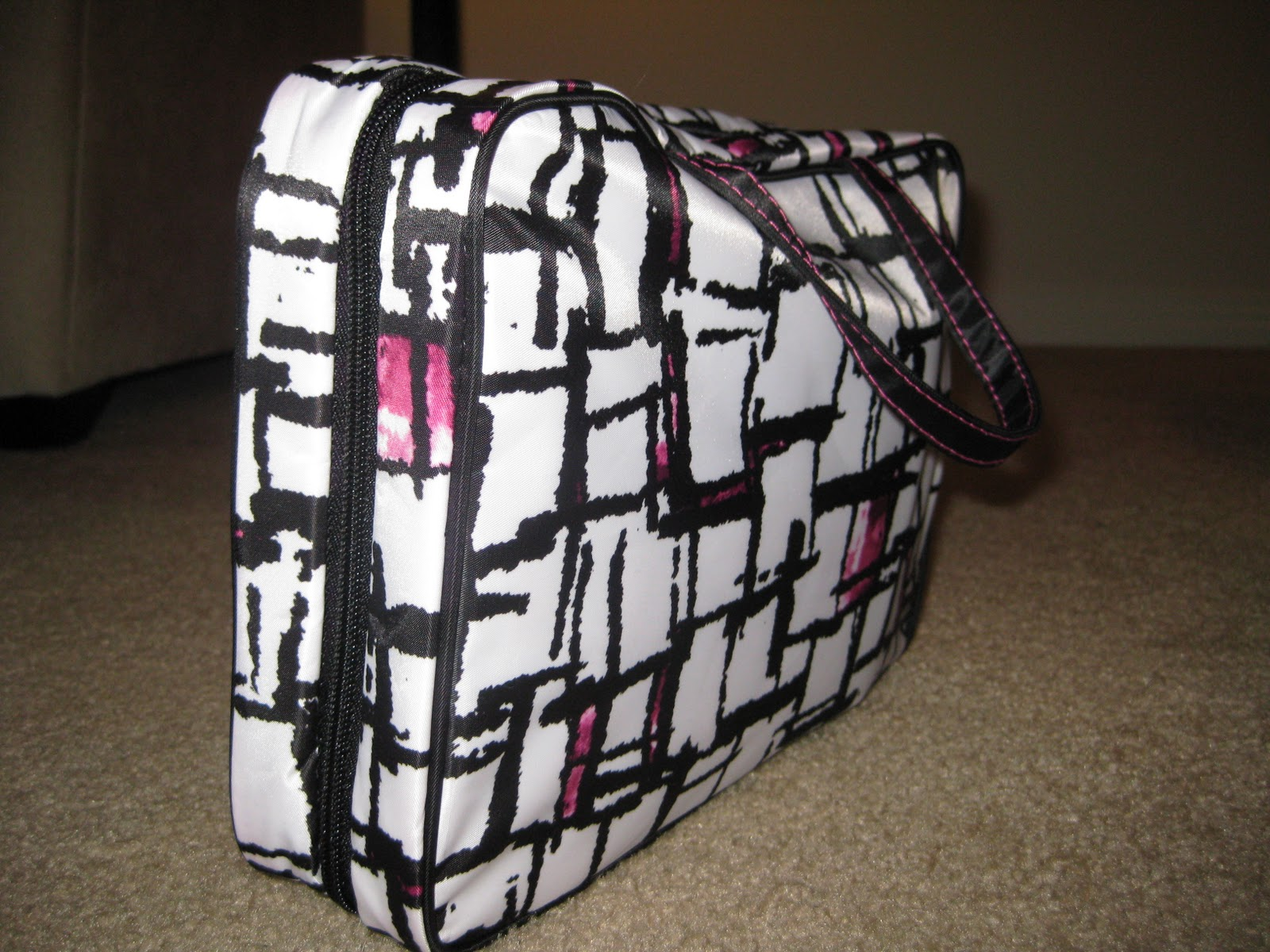 Bedazzles After Dark: Giveaway: [Travel Beauty Bag] *closed*