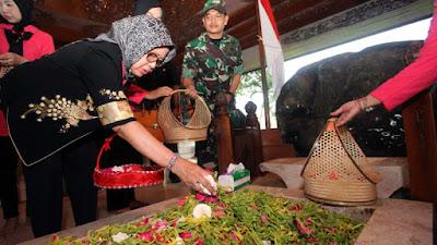 Ibunda Presiden Jokowi Kunjungi Blitar untuk Ziarah ke Makam Bung Karno - Info Presiden Jokowi Dan Pemerintah