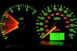 Cara Mengatasi RPM Mobil Yang Naik Sendiri