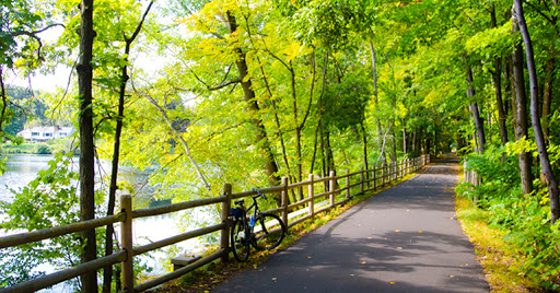 The Farmington River Trail