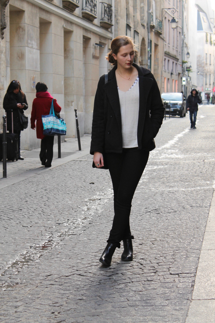 black Parisian peacoat, sweater, black jeans and leather bag #ootd