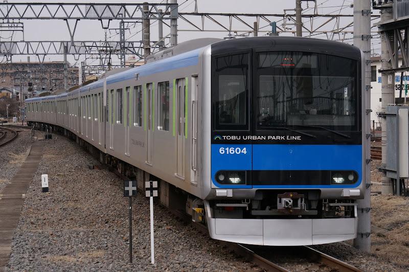 野田線春日部駅に到着する東武60000系