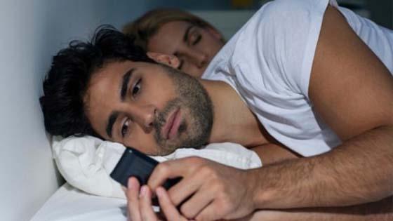 Petanda Suami Menyimpan Perempuan Simpanan Atau Skandal