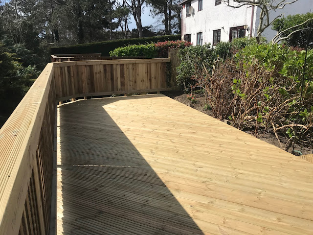 diagonally laid decking