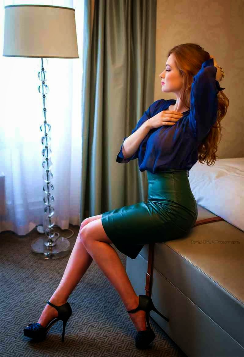 Lovely Ladies In Leather Redhead In A Leather Pencil Skirt