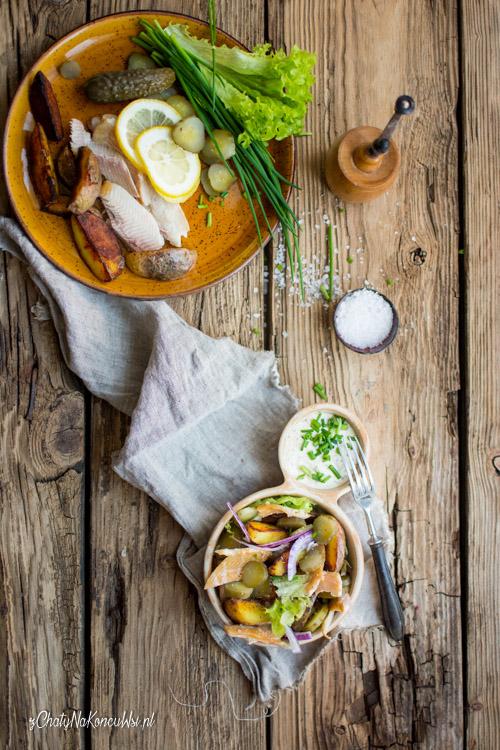 salatka z wedzonym pstragiem