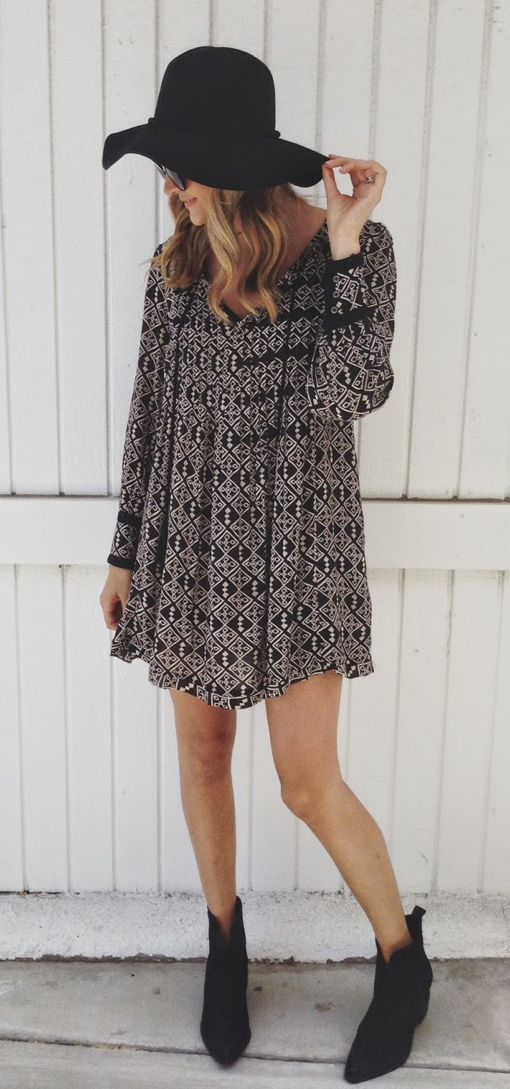 trendy boho outfit idea / black hat + printed dress + boots