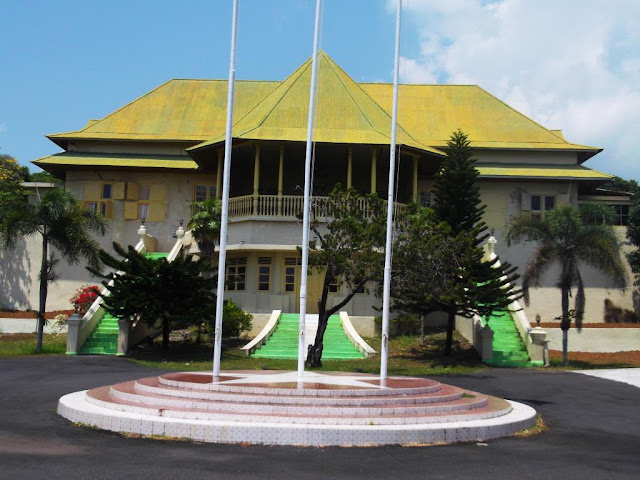 15 Tempat Wisata Terkenal yang ada di Maluku Utara -Kedaton Sultan Bacan