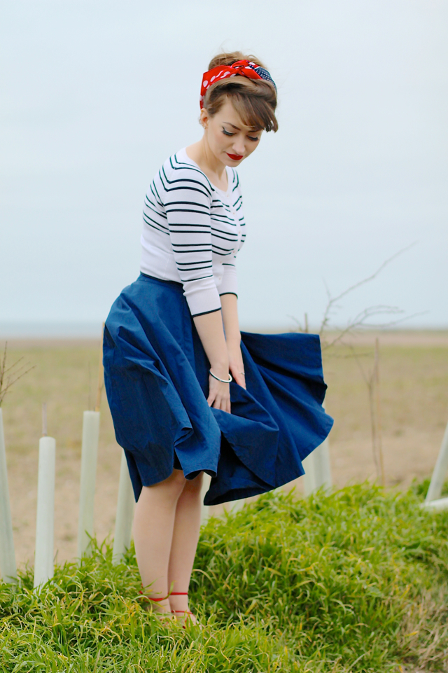 Casual 50s inspired outfit with headscarf, full skirt and ghillie shoes