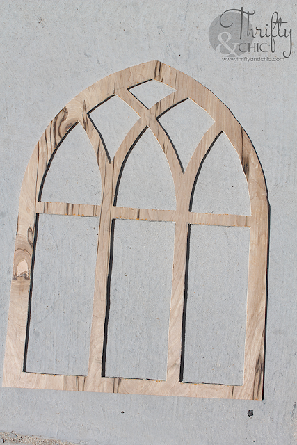 DIY Cathedral Window Frame. DIY farmhouse window frame. DIY farmhouse decor. DIY wall decor. Decorating with window frames. Farmhouse decor and decorating ideas.