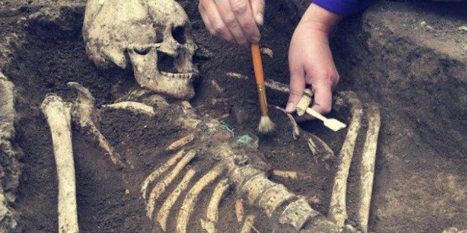 Η σπάνια και ανατριχιαστική ιστορία της γυναίκας που γέννησε στον τάφο της.