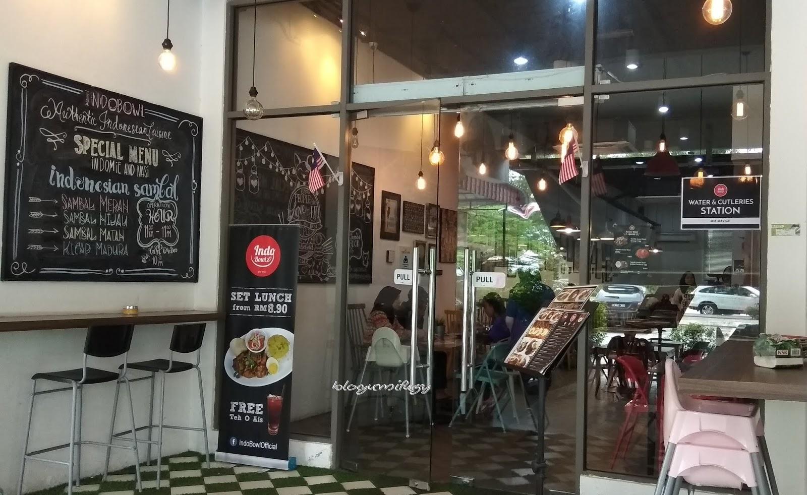 Indobowl Cafe Menyajikan Hidangan Ala Street Food Yang Mesti Dikunjungi