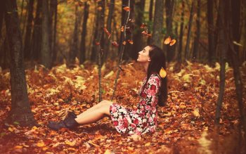 Wallpaper: Girl in the Autumn portrait