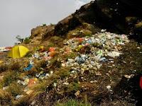 Mari Atasi Sampah di Pegunungan dengan Kantong Sampah