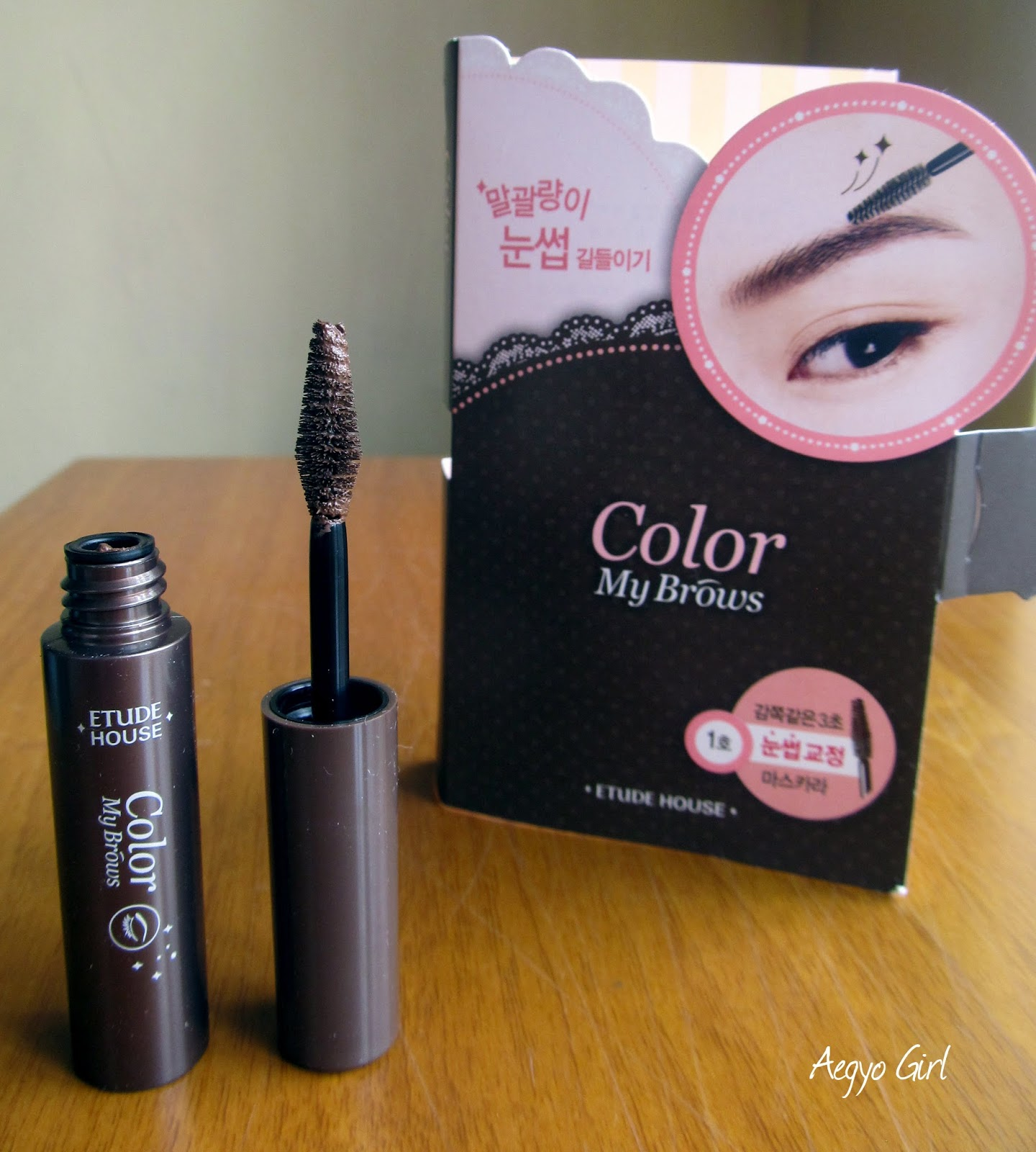 1fad6279719 This time, I experimented a whole new kind of product for me (yeah me who  live on a lost island), it's the Etude House Color My Brows in #01 Rich  Brown.