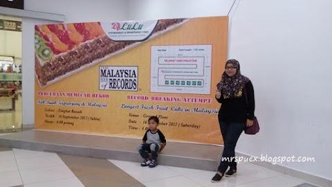 Percubaan Memecah Rekod Kek Buah Terpanjang Di Malaysia Oleh Lulu Hypermarket Kuala Lumpur