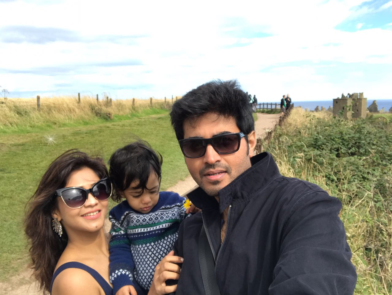Amrapali Gupta Enjoying With Husband Yash Sinha on Location of London