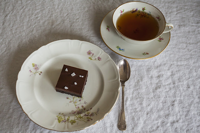 Valnötsbrownie med chokladtryffel