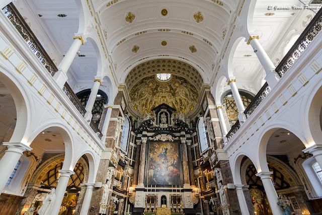 San Carlos Borromeo (interior) - Amberes por El Guisante Verde Project