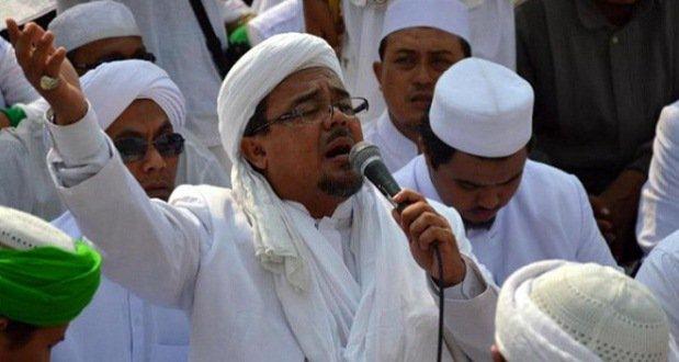 Ditolak Ribuan Warga, Habib Rizieq Batal Subuhan di Surabaya