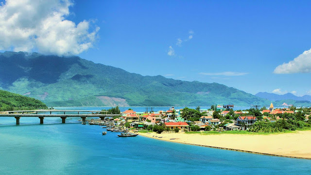 Da Nang to Hue by Car - Travel central Vietnam Lang-co-beach-from-danang-hue