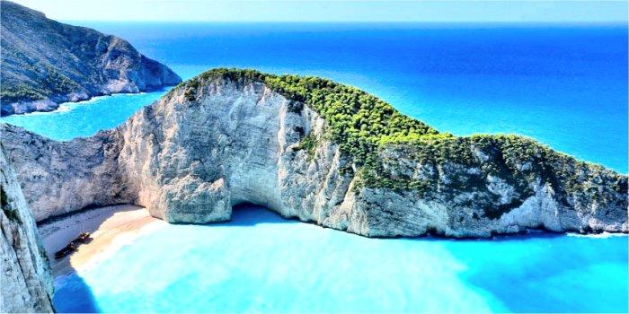 Navagio, la spiaggia più celebre di Zante, in Grecia