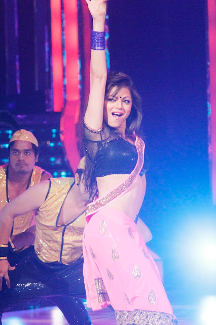 Drashti Dhami sexiest navel cleavage photos