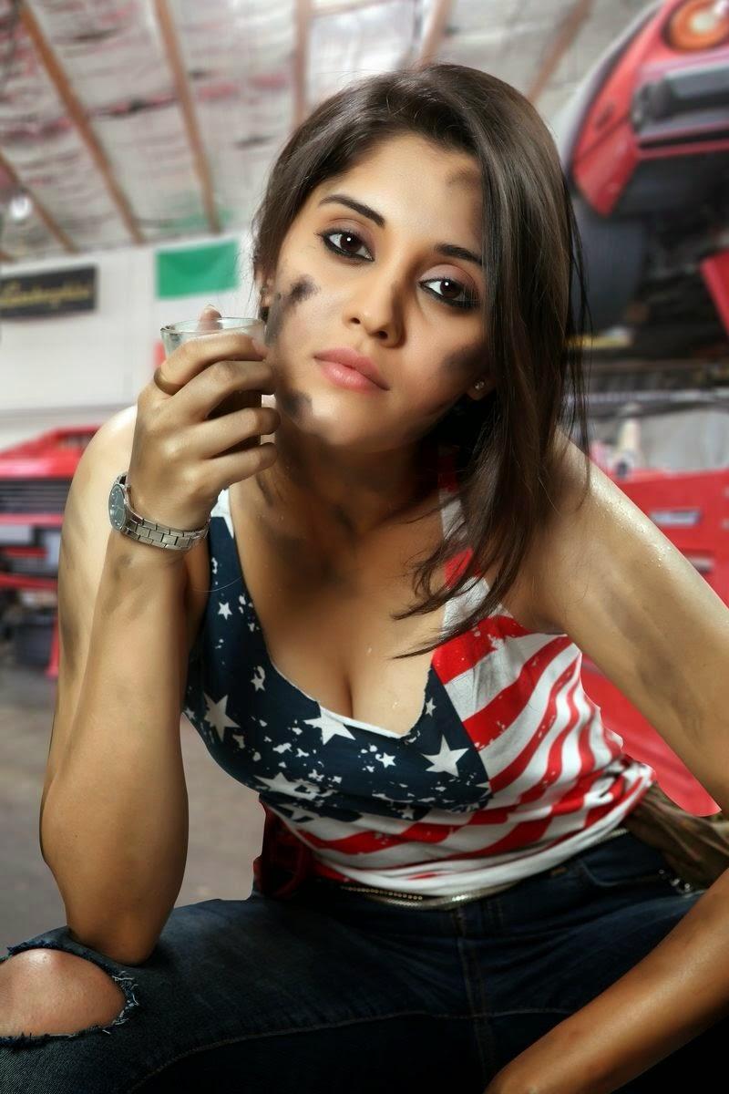 South Indian Actress Surabhi Hot Navel And Cleavage Show