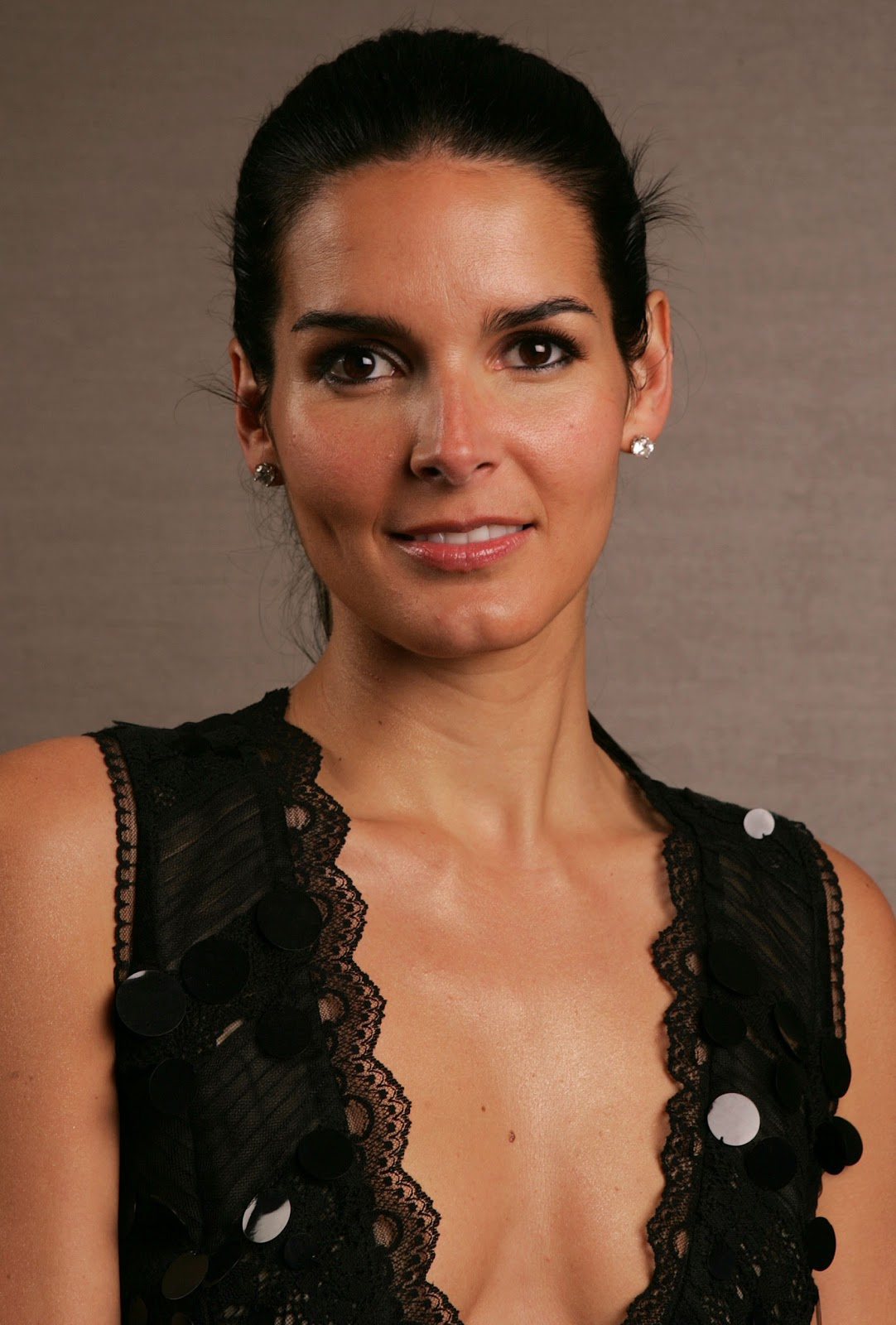 Angie Harmon Naked Photos