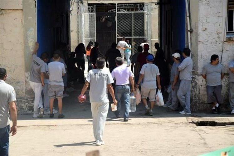 """REOS """"DOBLAN"""" A POLICÍA ESTATAL DE CABEZA DE VACA Y """"NEGOCIAN"""" LA CALMA DEL RECLUSORIO"""""""