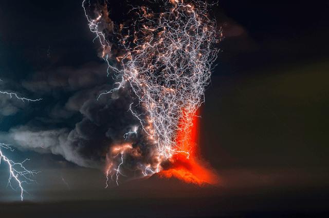 fotografías-tormentas-eléctricas-junto-a-erupciones-volcánicas-Francisco-Negroni