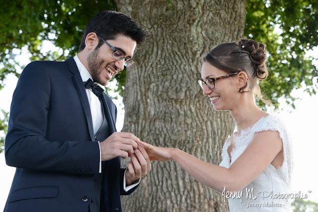 photo échange des alliances mariage, sourire, joie