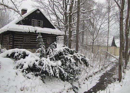 Stary dom nad potokiem Jawornik.