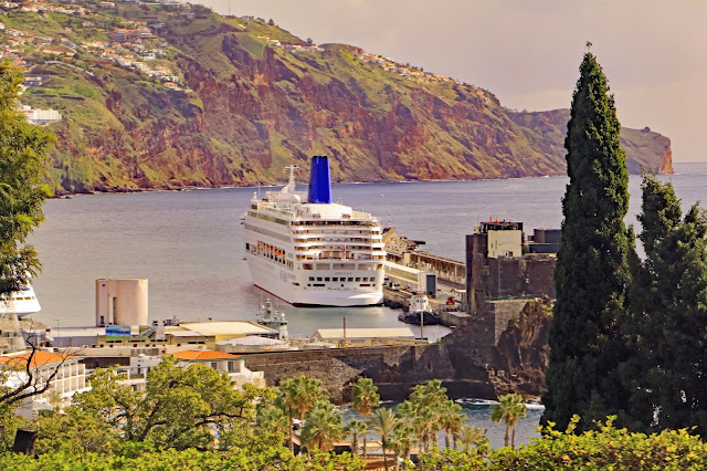 Buy wallart of MV Oriana in Funchal